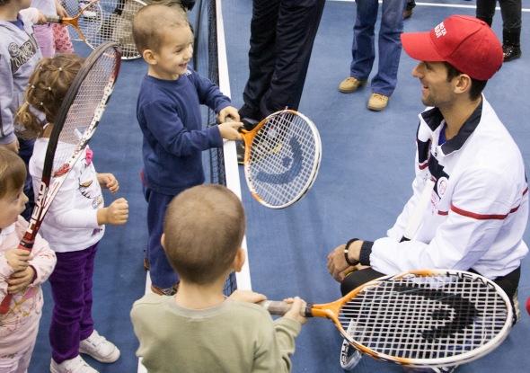 Novak se družio sa decom obolelom od raka