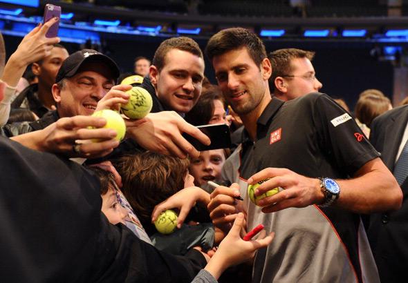 Svetski dan tenisa: Nole zabavio publiku i savladao Mareja