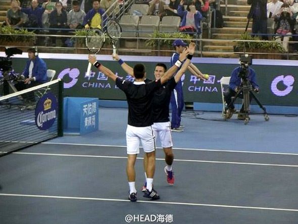 Novak eases through opener, advances in doubles with brother Djordje