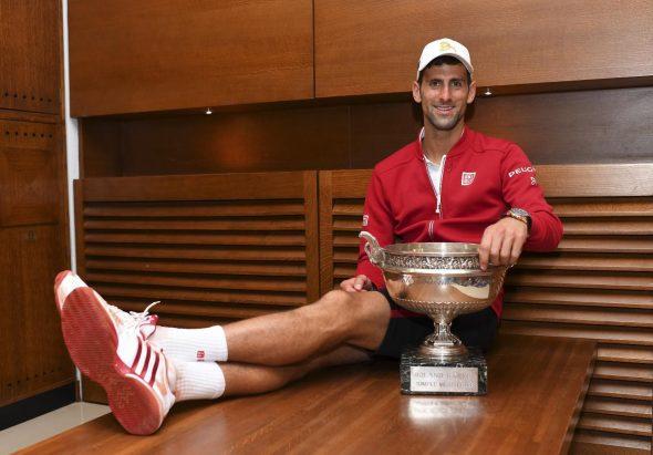 """Mesto: Roland Garros stadium/Paris Datum: 05.06.2016 Dogadjaj: SPORT/ITF/ATP - najbolji srpski teniser, broj jedan na ATP listi Novak Djokoviæ, posle pobede, 3:1 (3-6, 6-1, 6-2, 6-4), u finalnom meèu 115. Otvorenog prvenstva Francuske u tenisu (French Open 2016) protiv Britanca Endi Mareja (Andrew Barron """"Andy"""" Murray), broja dva na ATP listi Licnosti: Novak Djokoviæ (Srbija)"""
